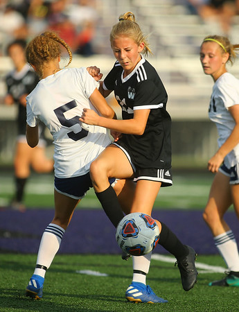 9-28-19<br /> Western vs Central Catholic girls soccer Hoosier Conference Tournament<br /> Western's Lucy Weigt works to get to the ball.<br /> Kelly Lafferty Gerber | Kokomo Tribune