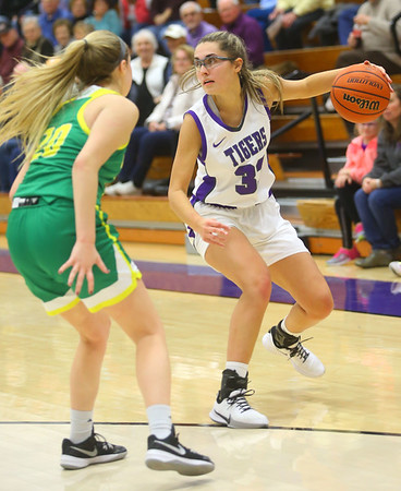 1-8-20<br /> Northwestern vs Eastern girls basketball<br /> NW's Madison Layden works her way down the court.<br /> Kelly Lafferty Gerber | Kokomo Tribune