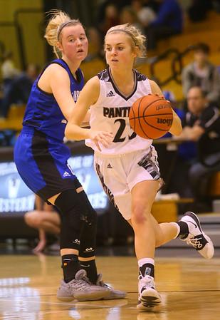 1-16-20<br /> Western vs Carroll girls basketball<br /> Western's Ella Biggs takes the ball down the court.<br /> Kelly Lafferty Gerber | Kokomo Tribune