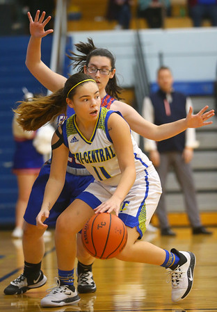 1-22-20<br /> Tri Central vs Elwood girls basketball<br /> Tri Central's Brittany Temple looks for a pass.<br /> Kelly Lafferty Gerber | Kokomo Tribune
