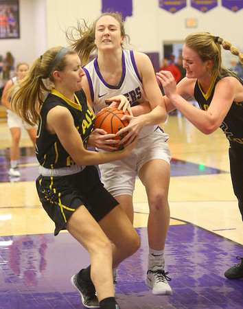 1-24-20<br /> Northwestern vs Benton Central girls basketball Hoosier conference<br /> NW's Leah Carter fights for control of the ball.<br /> Kelly Lafferty Gerber | Kokomo Tribune