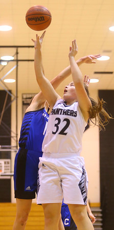 1-16-20<br /> Western vs Carroll girls basketball<br /> Western's Caroline Long shoots.<br /> Kelly Lafferty Gerber | Kokomo Tribune