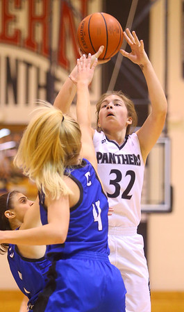 1-16-20<br /> Western vs Carroll girls basketball<br /> Western's Caroline Long shoots.<br /> Kelly Lafferty Gerber | Kokomo Tribune