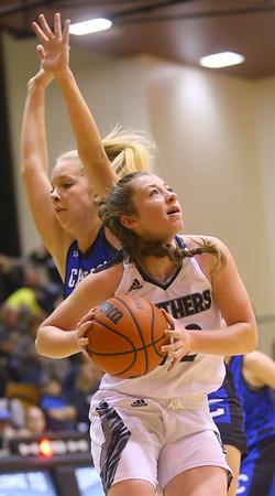 1-16-20<br /> Western vs Carroll girls basketball<br /> Western's Sadie Harding looks to the basket.<br /> Kelly Lafferty Gerber | Kokomo Tribune