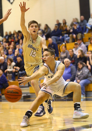1-3-20<br /> Western vs Oak Hill boys basketball<br /> Western's Jett Engle tosses a pass.<br /> Kelly Lafferty Gerber | Kokomo Tribune