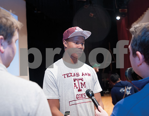 Defensive back Justin Dunning, who is headed to Texas A&M, talks to the media after signing on Tuesday morning at Whitehouse High School. (Victor Texcucano/Staff)