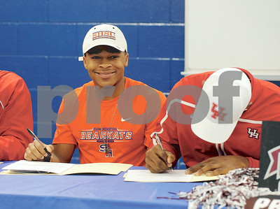 photo by Sarah A. Miller/Tyler Morning Telegraph  John Tyler High School's senior football defensive back Darion Flowers signs with Sam Houston State Wednesday.