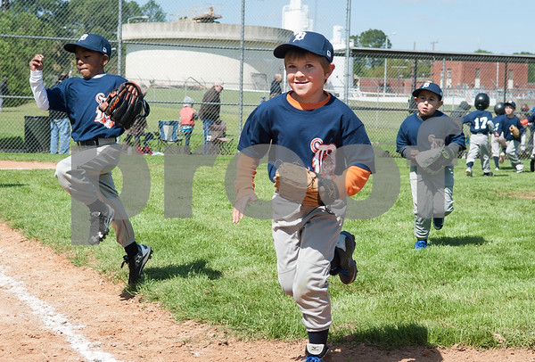 Little League baseball player Easton Adee, center, runs to the dugout with his teammate on the Rose Capital East Tigers 5-pitch team after winning their game by one run Saturday March 19, 2016 at Golden Road Park.  (Sarah A. Miller/Tyler Morning Telegraph