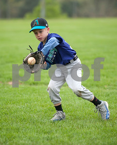 Brady Luce, 8, makes a catch during a warm up with the Diamondbacks, a Rose Capital West Little League 5-pitch team, Saturday March 19, 2016 at Faulkner Park.  (Sarah A. Miller/Tyler Morning Telegraph