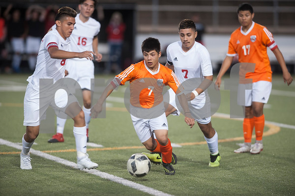 Mineola's (7) Luygul Melgarejo controls the ball Thursday night as the Yellowjackets play Kilgore at Christus Trinity Mother Frances Rose Stadium in Tyler.  (Sarah A. Miller/Tyler Morning Telegraph)