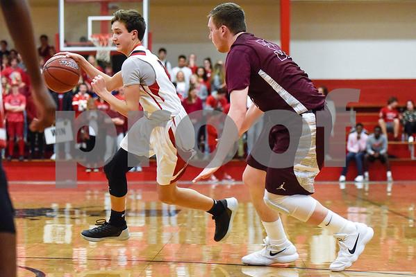Robert E. Lee guard Landry Simmons (3) dribbles the ball during a high school basketball game at Robert E. Lee High School in Tyler, Texas, on Tuesday, Dec. 5, 2017. (Chelsea Purgahn/Tyler Morning Telegraph)