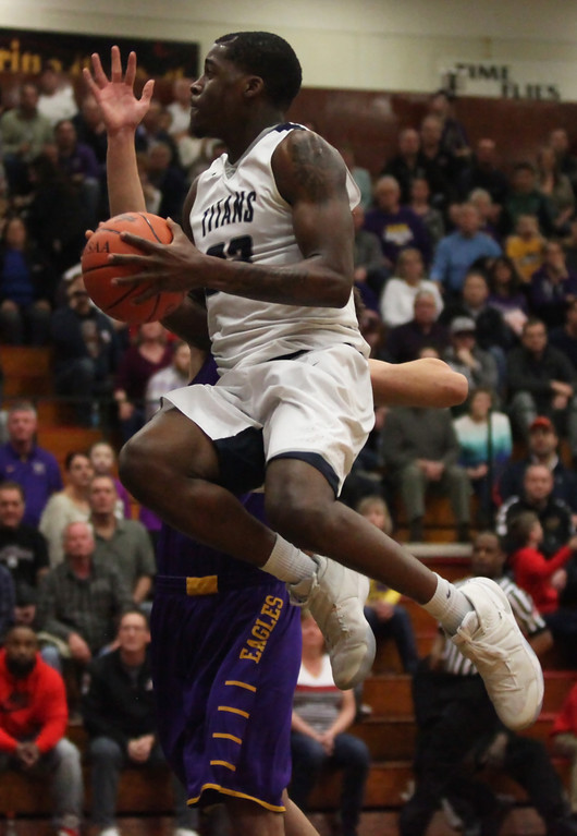 . Lorain\'s Naz Bohannon drives and scores past Ryan Bertrand of Avon during the first quarter. Randy Meyers -- The Morning Journal
