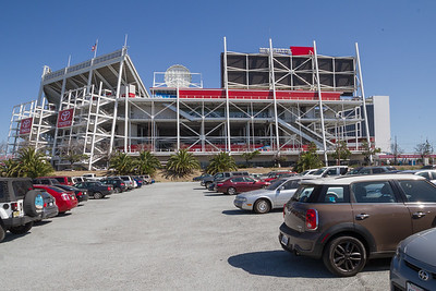 Arriving at the Levis (49ers) Stadium in Fenton (the MINI).