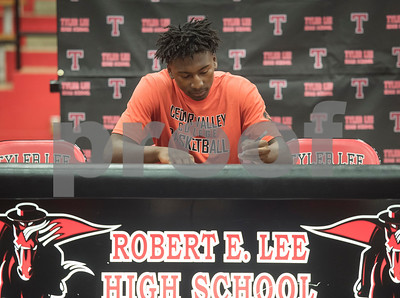 Robert E. Lee High School student Curtis Jones signs his letter of intent to play basketball at Cedar Valley College during a signing ceremony held at the school in Tyler on Wednesday May 16, 2018.  (Sarah A. Miller/Tyler Morning Telegraph)