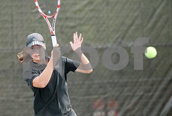 photo by Sarah A. Miller/Tyler Morning Telegraph  Tyler Junior College's Ash De Wet competes in a singles match against Jennifer Weiggmann of State College of Florida Wednesday during the NJCAA Women's National Tennis Tournament held at TJC.
