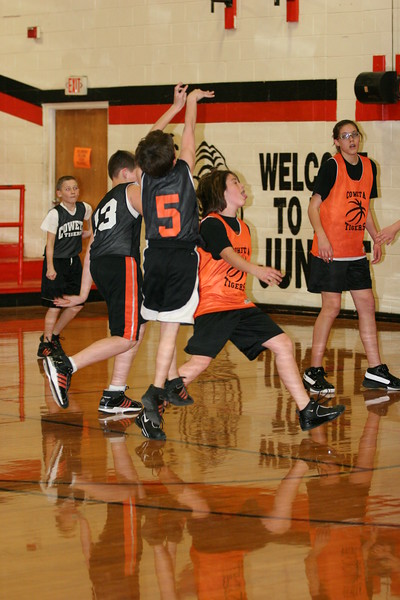 b-ball 6th girls tigers team w08-09 064
