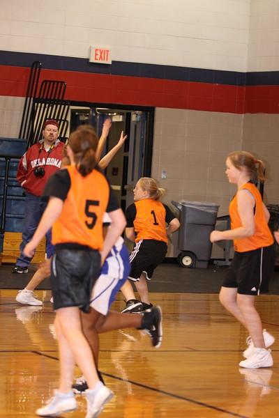 b-ball 6th girls tigers gm 9 w08-09 041
