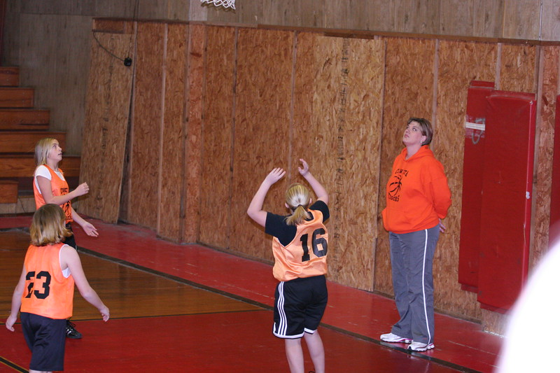 b-ball 6th girls tigers w08-09 005