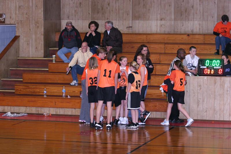 b-ball 6th girls tigers w08-09 008