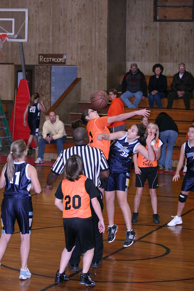 b-ball 6th girls tigers w08-09 011