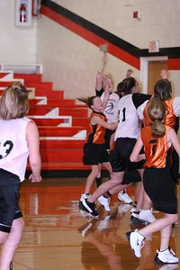 b-ball 6th girls tigers gm 8 w08-09 016