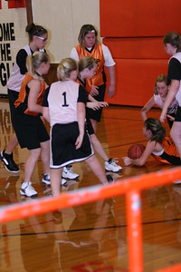 b-ball 6th girls tigers gm 8 w08-09 029