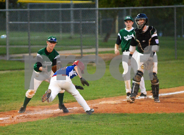 Tyler East Seniors outfielder Robby Davis slides safely back into third base after getting caugh in a rundown (Victor Texcucano)