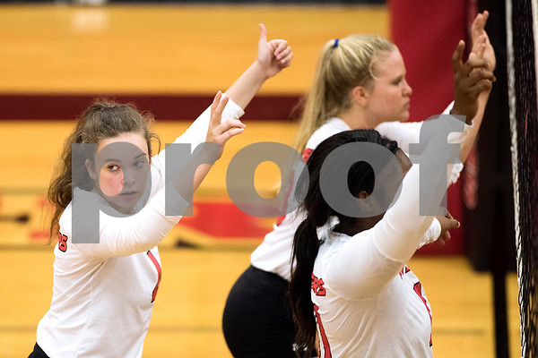 Robert E. Lee junior Hannah Smitherman (4) glances over her shoulder during a high school volleyball game at Robert E. Lee High School in Tyler, Texas, on Tuesday, Aug. 22, 2017. (Chelsea Purgahn/Tyler Morning Telegraph)