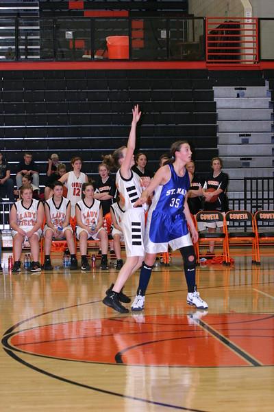 b-ball 8th-9th girls 2-09 027