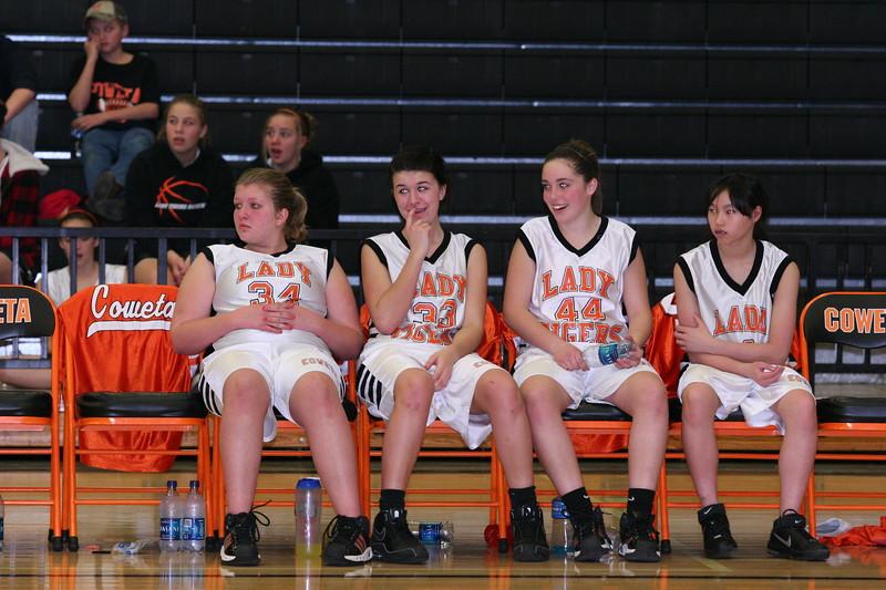 b-ball 8th-9th girls 2-09 048