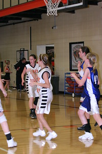 b-ball 8th-9th girls 2-09 026