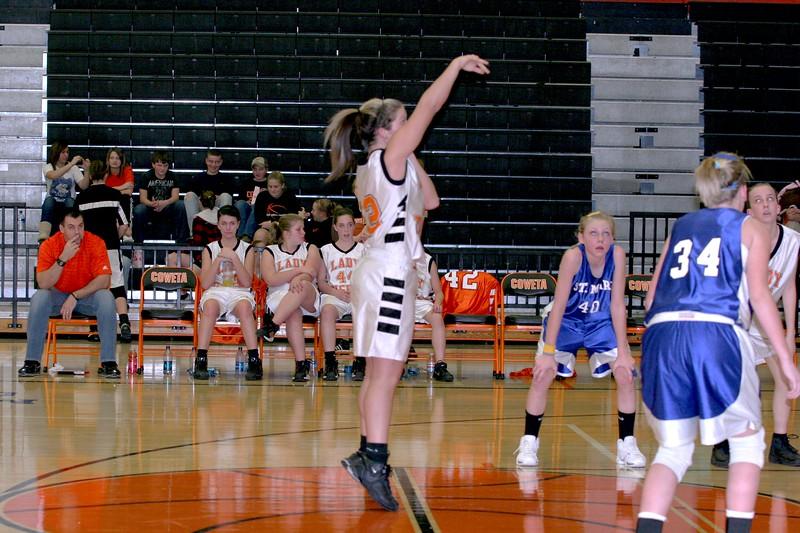 b-ball 8th-9th girls 2-09 001