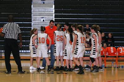 b-ball 8th-9th girls 2-09 046