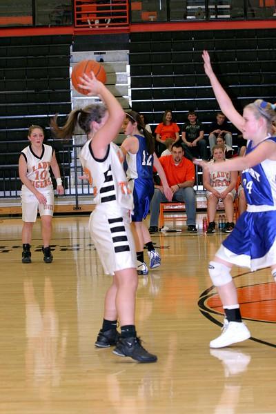b-ball 8th-9th girls 2-09 023