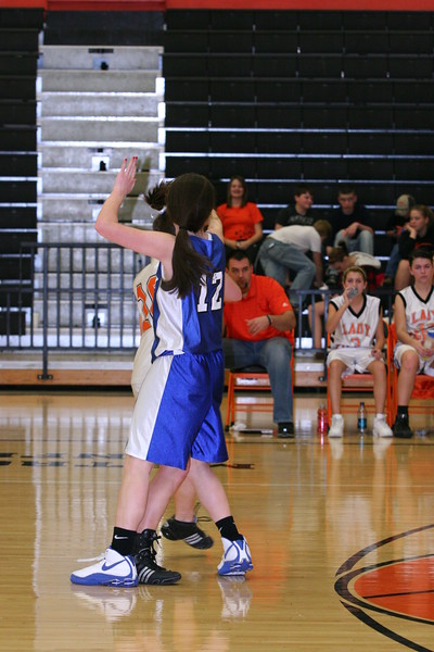 b-ball 8th-9th girls 2-09 016