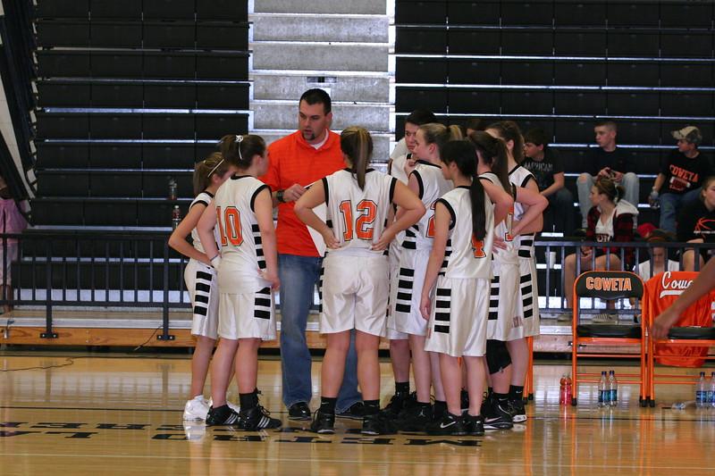 b-ball 8th-9th girls 2-09 047