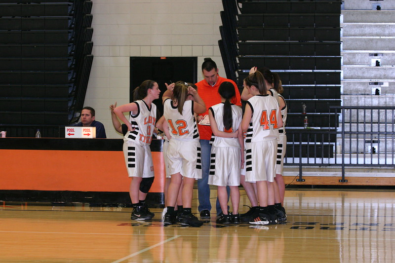 b-ball 8th-9th girls 2-09 029