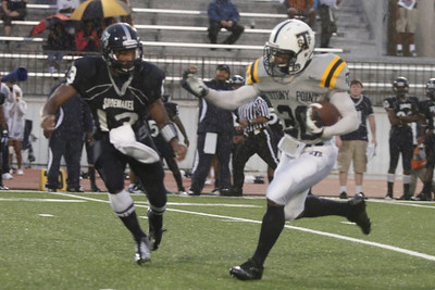 Stony Point's Xavier Mays makes a run against Shoemaker Thursday at Leo Buckley Stadium.