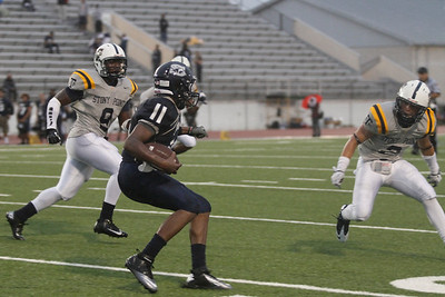 Shoemaker's Ziere Banner makes a run against Stony Point Thursday at Leo Buckley Stadium.