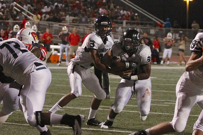 Connally's Dajon Williams passes the ball to LaDaedrix Payton against Del Valle during Friday nights game.