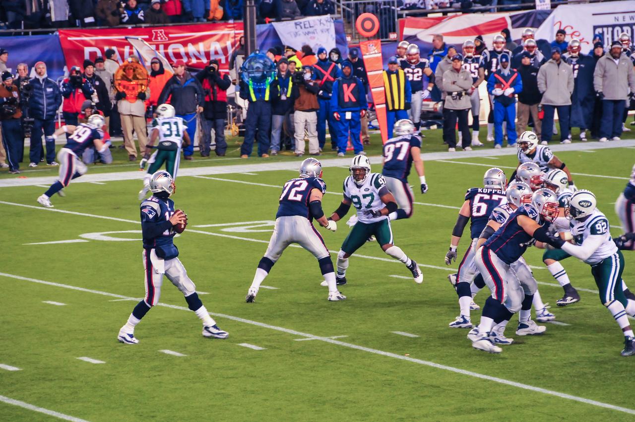 Tom Brady in pass-play, Gillette Stadium - 16 January 2011
