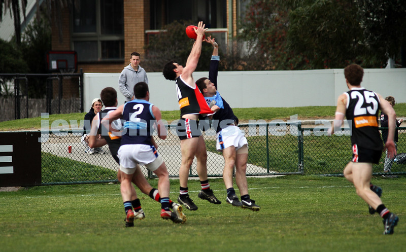 10-9-11. Ajax V Old Camberwell, Preliminary Final. Warren Steinberg marking. Photo: Peter Haskin