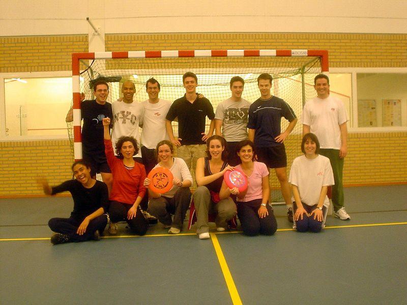 The frisbee club founding picture, January 2003 sometime<br> José Luis, Madou, Nicolas, Olivier, Ineki, Yves, Platon<br>Melanie, Tijen, Raquel, Laura, Cristina, Lisa