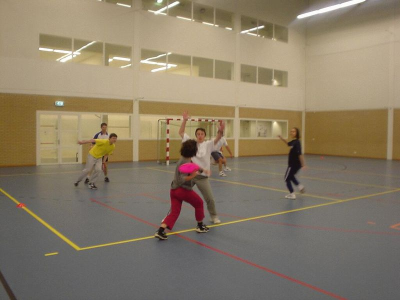 Tijen throws forehand...