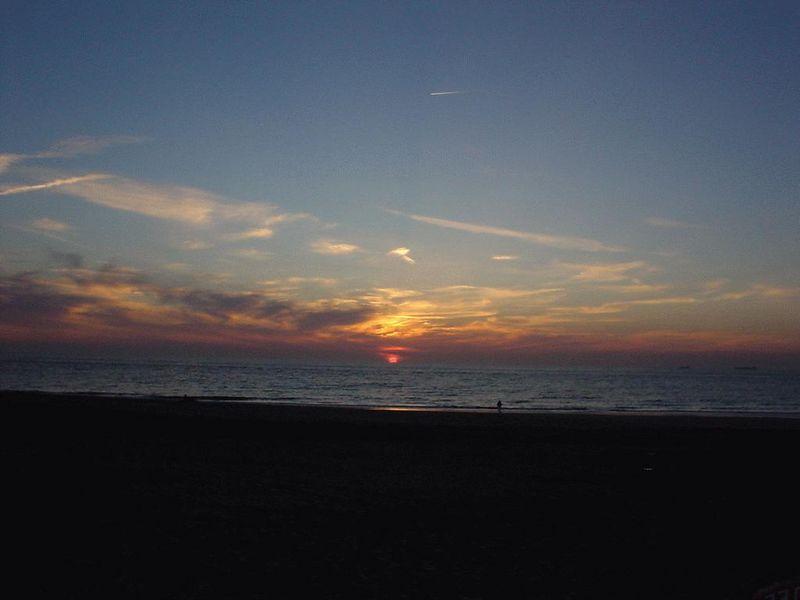 Sun sets... 22h00