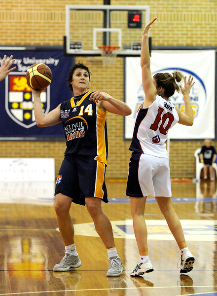 Natalie Porter going for a long pass.