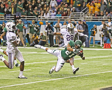 Here is the final leap for the touchdown. Baylor scores again.
