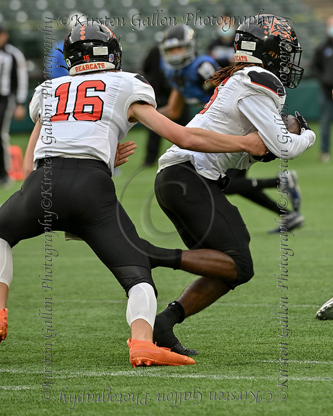 Another textbook handoff from Aledo quarterback #16 Brayden Fowler_Nicolosi to #6 RB DeMarco Roberts.