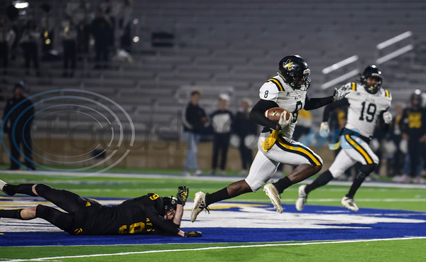 Logan Rogers (8) of Alto breaks a tackle to run for a touchdown in a first-round playoff game against Cayuga on Thursday. The teams met at the historic Tomato Bowl in Jacksonville. (Jessica T. Payne/Tyler Morning Telegraph)