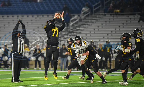 Matthew Barber (77) of Cayuga jumps to make a catch against Alto on Thursday. The first-round playoff game was played at the Tomato Bowl in Jacksonville. (Jessica T. Payne/Tyler Morning Telegraph)